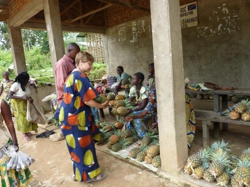 Brenda choosing pineapples