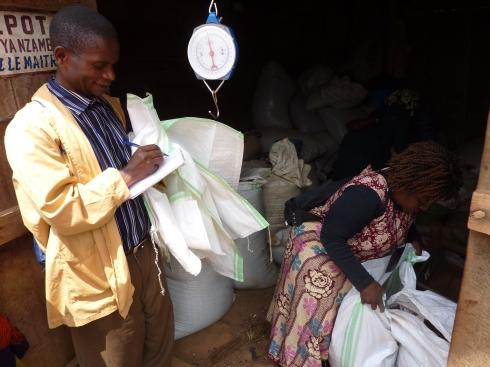 Muhosole from CSCODI buying beans