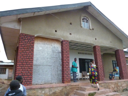 Entering the CSCODI Mother and Child clinic, Beni