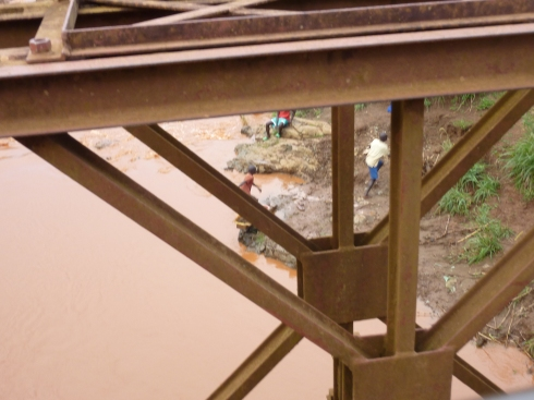 Children panning for gold south of Bunia, Orientale province, DRC