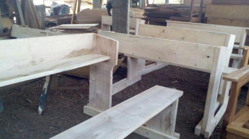 img-20160908-wa001-butembo-school-desks